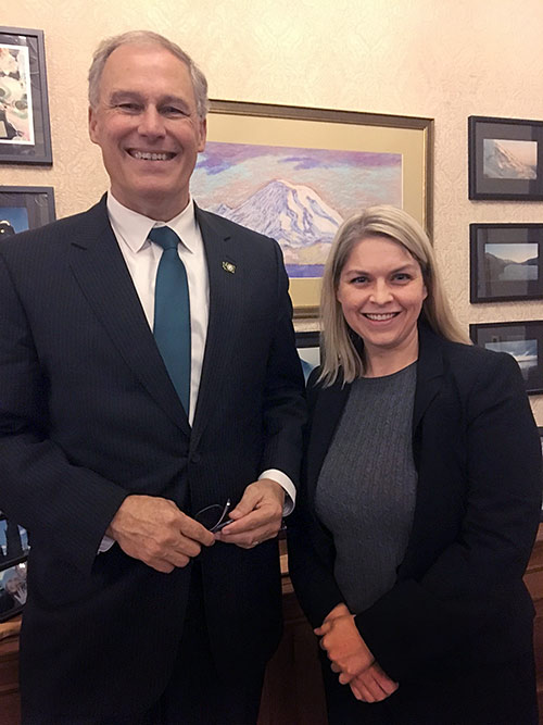 Governor Inslee with Joanna Carns portrait